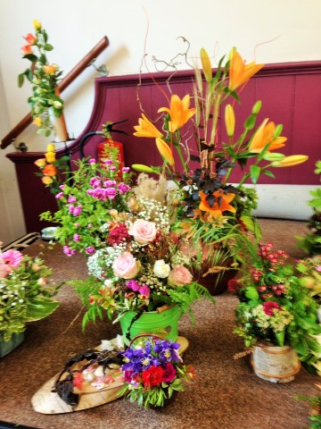 Flower arranging led by Lynne Spring 2019 - photo 1