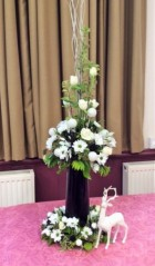 Flower arranging demonstration Lynne Christmas 2019 - photo 3